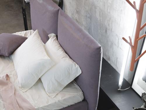 Vista della testata del letto Noctis London imbottito in tessuto in categoria A Air 011