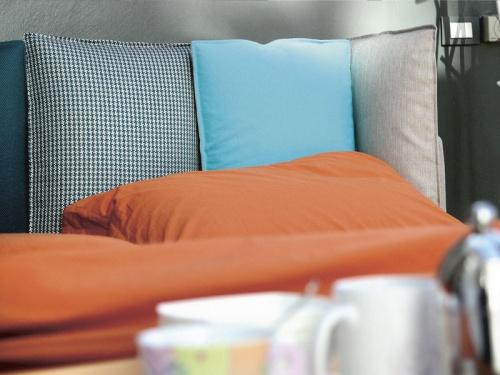 Particolare testata del letto Birdland di Noctis con i cuscini in Inspiration 6