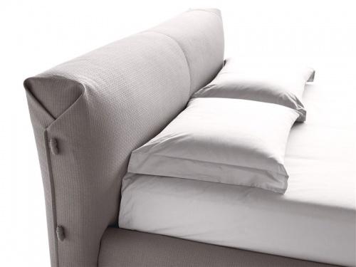 Testata a cuscinoni del letto matrimoniale imbottito Noctis Allan in tessuto Tecla 18