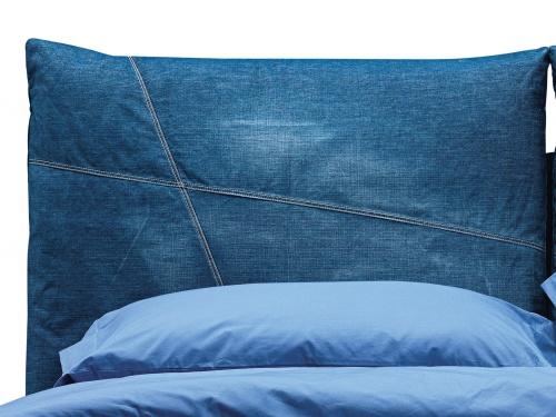 Particolare cuscino in Jeans del letto So Casual