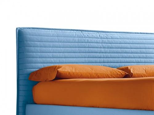 Particolare della testata del letto imbottito Noctis Bob Stripes in tessuto Brando 23