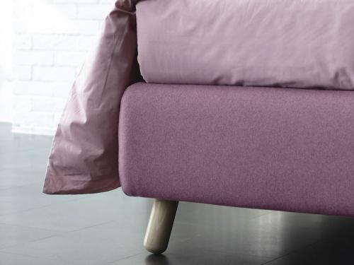 Particolare piedino del letto Larry in colore naturale