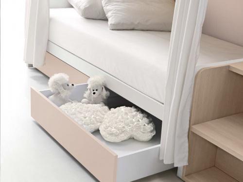 Particolare tendine bianche e cassetti per il letto a castello Fox Doimo Cityline