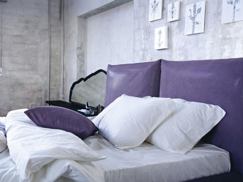 Letto Noctis London imbottito con 2 morbidi cuscini in tessuto Air 011