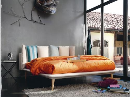 Letto matrimoniale Noctis Birdland con testata personalizzata composta da 6 morbidi cuscini