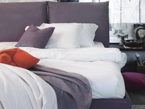 Particolare della testata del letto London di Noctis in tessuto Air 011