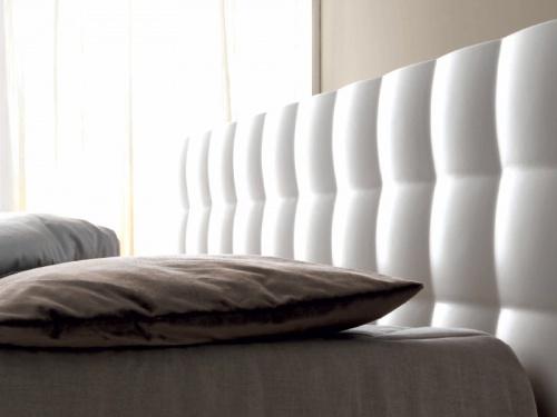 Particolare testata letto bianco Tender