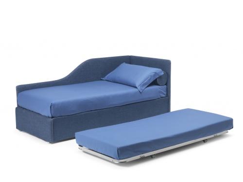 Divano letto imbottito Noctis Space con rete estraibile manuale. In foto versione angolo sagomato sinistro in tessuto jeans