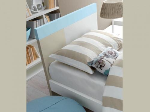 Particolare testata del letto colorato modello Discover