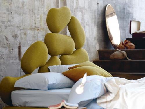 Particolare testata del letto Stones di Noctis in tessuto categoria A Manhattan 804