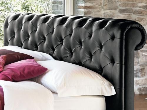 Particolare della testata del letto Paris di Noctis in ecopelle Mover black