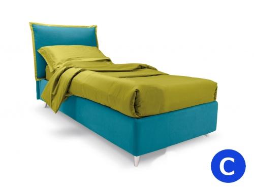 Letto singolo imbottito modello Noctis So Pop in versione bicolor, con rete a doghe e cuscino regolabile. In foto colore principale Smile 9329 con bordino Smile 9053. Piedino obliquo grigio
