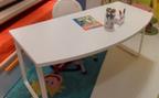 scrivania su gambe in legno